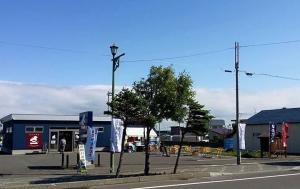 増毛『北日本水産物(株)直営店』 特設でやってます!  甘エビ丼¥1,200 甘エビ汁¥300 昨日も大好評でした! 増毛バッテラもその場で作ってます!  ご来店お待ちしております!  #二三一 #海鮮 #酒蔵