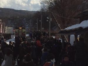 増毛駅、最終日。 凄い人です。  #二三一 #海鮮 #酒蔵