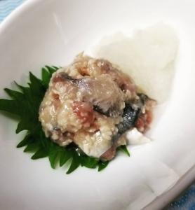これ、私大好き😍💓. . 💮鯖の切り込み💮. . 日本酒にぴったり! 粗めにおろした大根おろしと一緒に🙆. お好みで一味をふって召し上がれ🐷🍴. . . #鯖 #切り込み #寿都 #海鮮 #酒蔵 #二三一